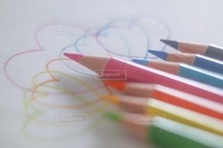 色鉛筆とハートの写真・画像素材[3358177]
