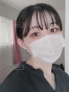 コロナ自粛中のマスク自撮りの写真・画像素材[3357396]