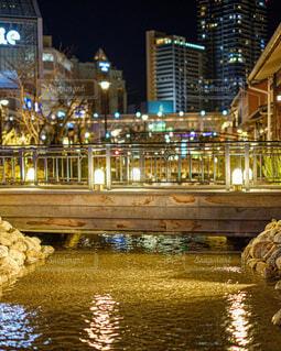 夜の街角の橋の写真・画像素材[3659802]