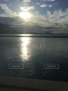 海を眺めるの写真・画像素材[3370356]