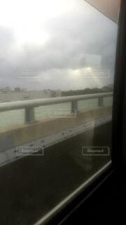 大きな窓の眺めの写真・画像素材[4441974]
