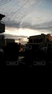 都市に沈む夕日の写真・画像素材[4441985]