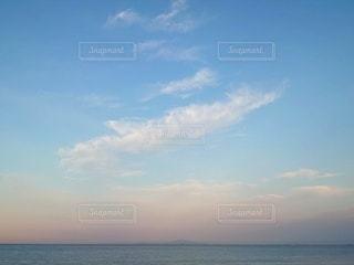 おだやかな夏の海の写真・画像素材[3386116]