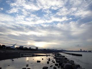 夜明けの空と海の写真・画像素材[3433919]