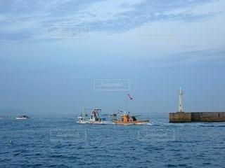 港から漁場に向かう漁船の写真・画像素材[3644971]