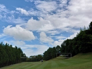 快晴の青空のもとのゴルフの写真・画像素材[3645048]