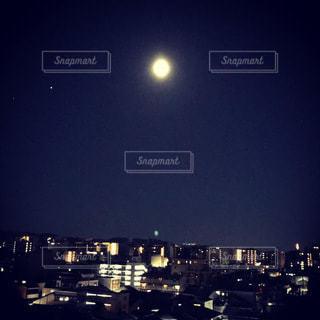 夜の都市の写真・画像素材[3376736]
