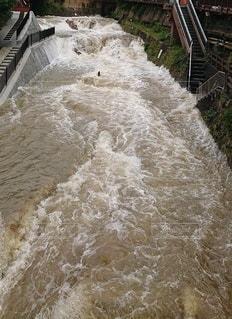 豪雨後の濁流の写真・画像素材[3554215]