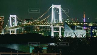 お台場から見たレインボーブリッジの夜景の写真・画像素材[4807058]