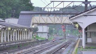 雨に煙る、山間の駅の写真・画像素材[3440238]