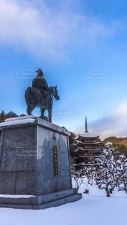 瑠璃光寺 銅像 冬景色の写真・画像素材[4039987]