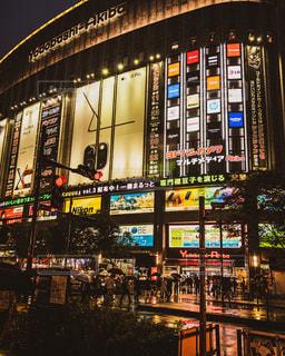 夜に明るくした街の写真・画像素材[3391818]