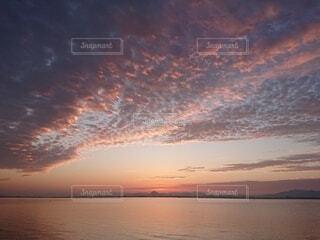 琵琶湖の日の出前の写真・画像素材[3664844]
