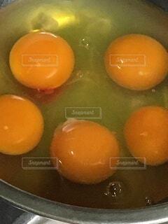 卵の黄身が5個の写真・画像素材[3989457]