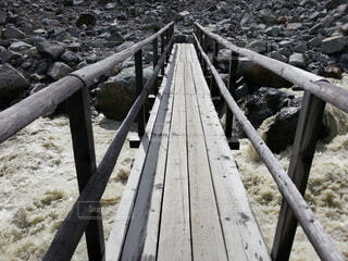 木の橋の写真・画像素材[3999937]