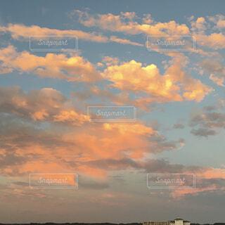 絵画の様な雲が一面に広がっているの写真・画像素材[4340006]