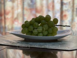 テーブルの上のボウルのクローズアップの写真・画像素材[4875790]