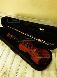 ケースに入ったバイオリンの写真・画像素材[3406475]