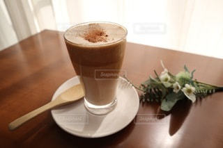 テーブルの上にコーヒーを一杯入れるの写真・画像素材[3602356]
