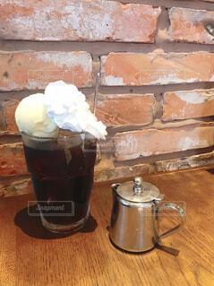 テーブルの上のコーヒーの写真・画像素材[4421367]