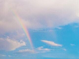 青空に虹かかる🌈の写真・画像素材[4309784]