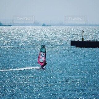 いい風でウインドサーフィンが走っていましたの写真・画像素材[4188125]