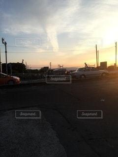 夕方の散歩道の写真・画像素材[3411287]