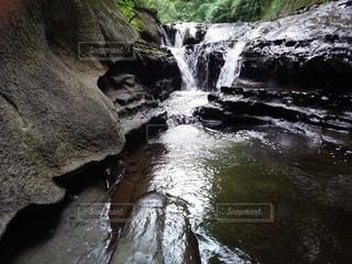 滝つぼの写真・画像素材[3095622]