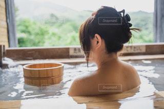温泉に入る女性の写真・画像素材[3467278]