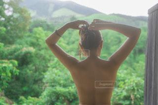 温泉に入る女性の写真・画像素材[3467902]