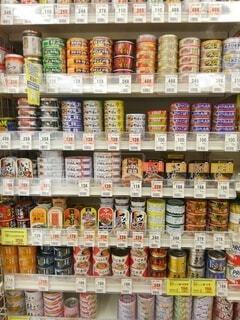 ドラッグストアの缶詰め売り場の写真・画像素材[4940263]