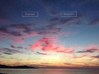日暮れの雲の彩りの写真・画像素材[3488406]