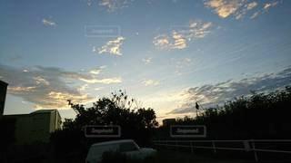 日没時のminivanの写真・画像素材[3435564]