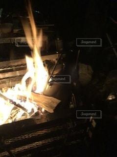 炎とケトルの写真・画像素材[3431330]
