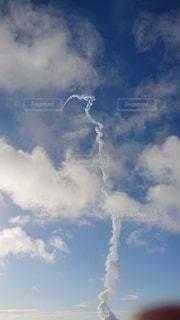 ロケット雲の写真・画像素材[3451305]