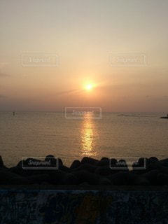 南の海に沈む夕陽の写真・画像素材[3441014]