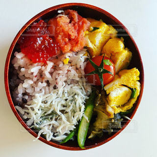 食べ物の皿のクローズアップの写真・画像素材[3483075]
