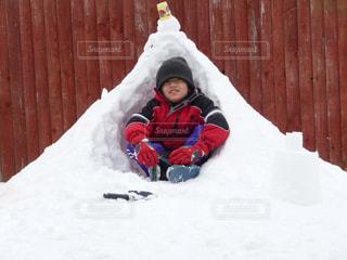 男性,子ども,1人,自然,風景,冬,雪,庭,かまくら