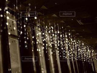 夜に明るくした街の写真・画像素材[3589103]