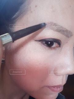 眉を描くの写真・画像素材[4623162]