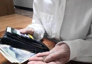 財布の中身の写真・画像素材[4677540]