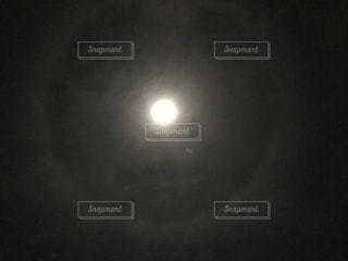 暗闇の中の星の写真・画像素材[3438723]