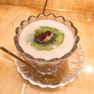 皿の上のフルーツ ボウルの写真・画像素材[715820]