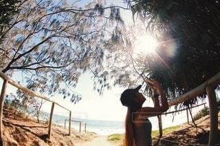 ビーチの木陰での写真・画像素材[3700586]