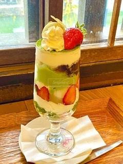 倉敷のフルーツパフェ人気店、くらしき桃子の苺のパフェの写真・画像素材[3549144]