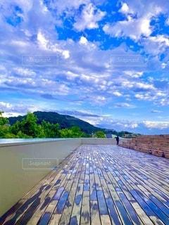 京都京セラ美術館、東山キューブの雨上がりの景色の写真・画像素材[3558149]