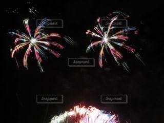 鮮やかな色彩の花火の写真・画像素材[3444091]