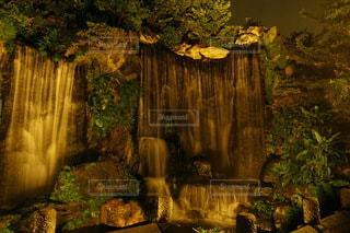 龍山寺の大きな滝の写真・画像素材[3465483]