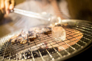 焼肉の炎上を氷で抑えます。の写真・画像素材[4192611]