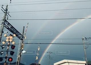 踏切と虹の写真・画像素材[4161598]